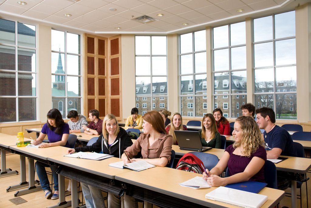 Các du học sinh là nguồn tham khảo thông tin chuẩn xác