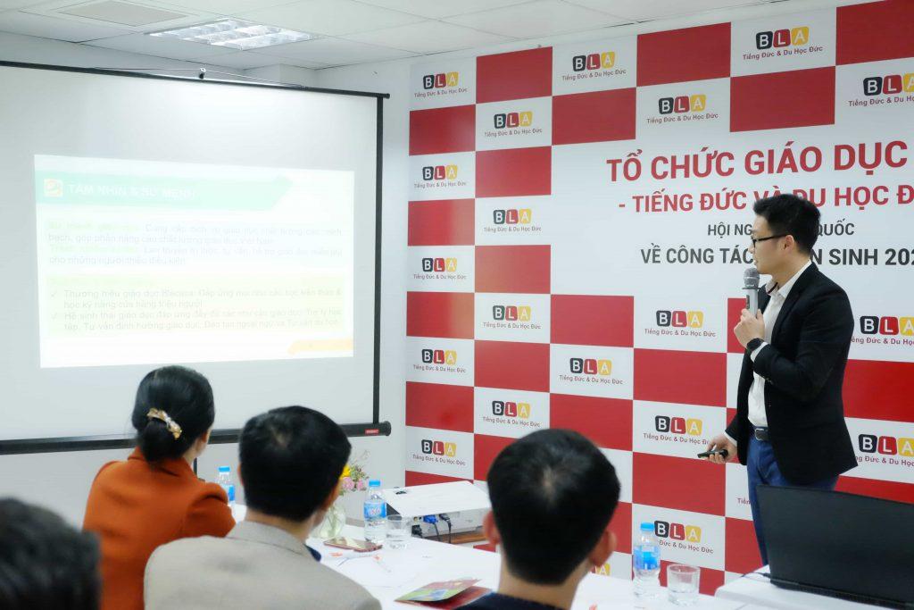 Ông Trương Hoàng Hải - Tổng Giám đốc Tổ hợp Giáo dục Blacasa Việt Nam giới thiệu về lịch sử hình thành và quá trình phát triển của Blacasa Việt Nam