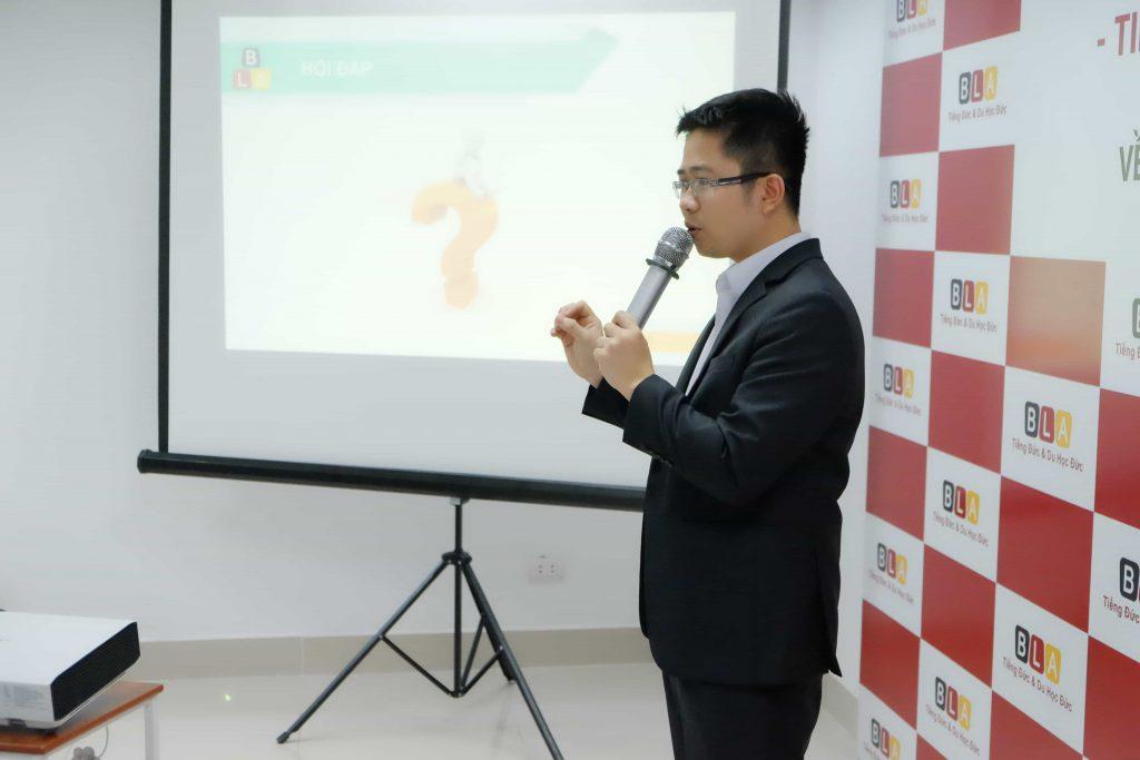 Ông Nguyễn Tuấn Nam - Chủ tịch HĐQT Tổ hợp giáo dục Blacasa Việt Nam - Giám đốc Tổ chức Giáo dục BLA trình bày về các chương trình du học Đức, đồng thời công bố kế hoạch tuyển sinh du học Đức năm 2020 của BLA và các đối tác