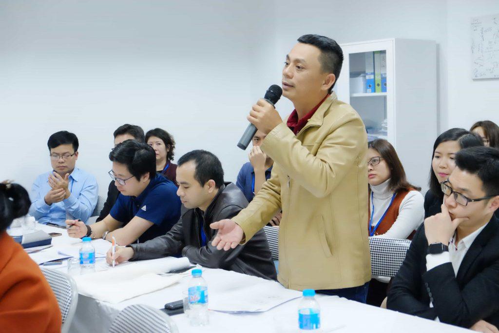 Ông Trương Hoài Hưng - Giám đốc công ty TNHH Dịch vụ & Công nghệ 24/7 - TP Đà Nẵng phát biểu tại hội nghị.