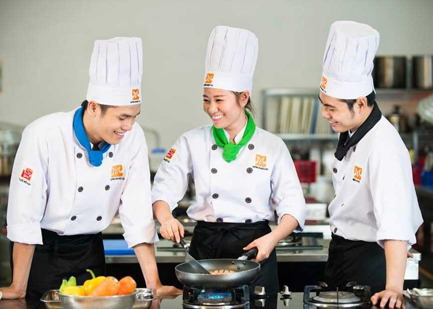 Tham gia tuyển đầu bếp làm việc tại Đức - thật đơn giản và dễ dàng